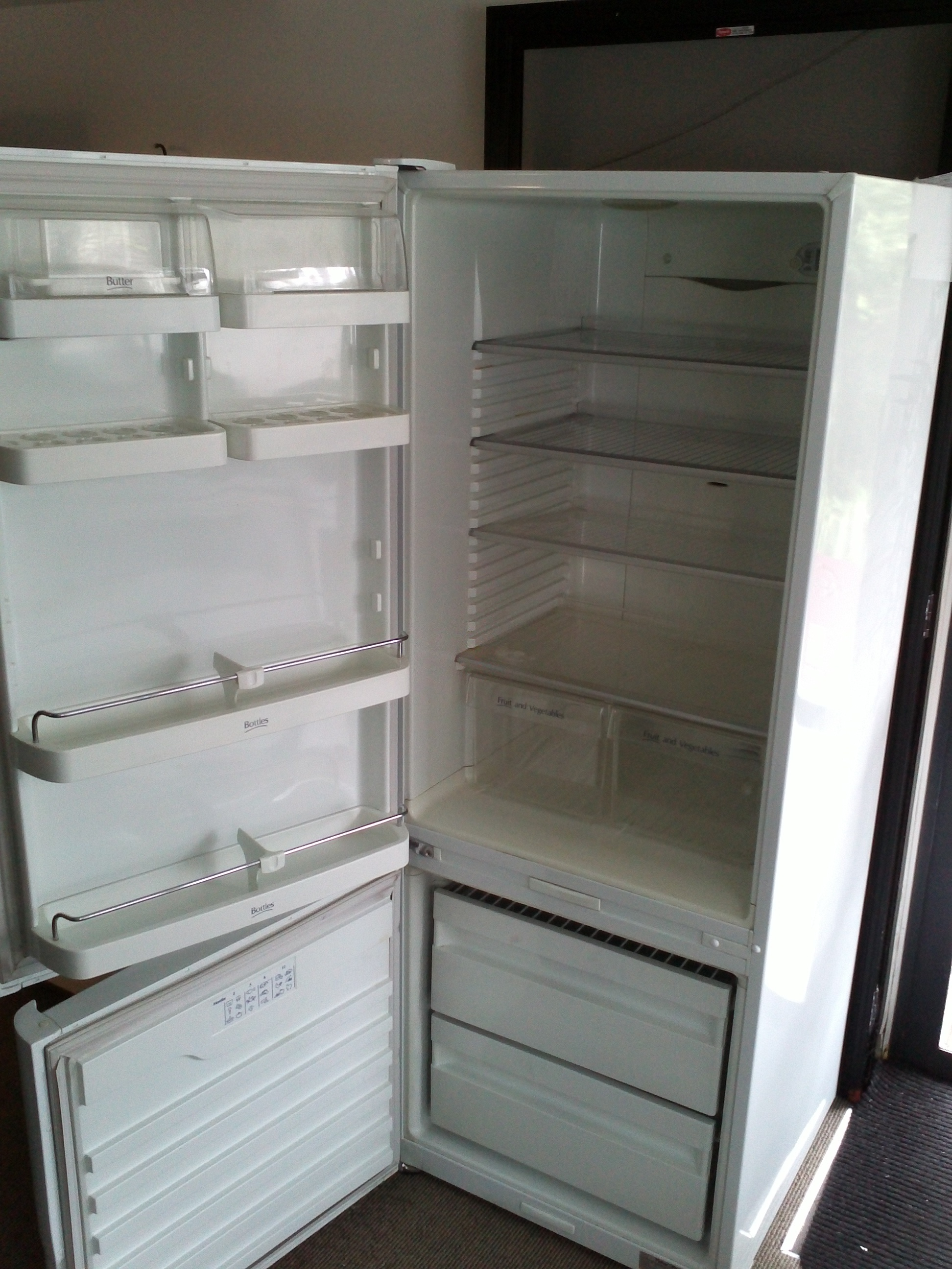 fridge-freezer-fisher-and-paykel-active-smart-e402t-open